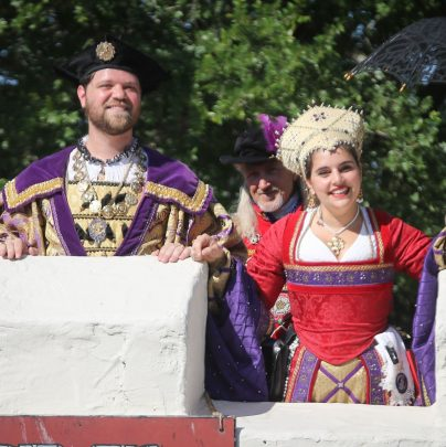 King & Queen Welcome You!